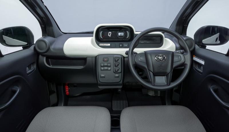 Toyota C+pod салон